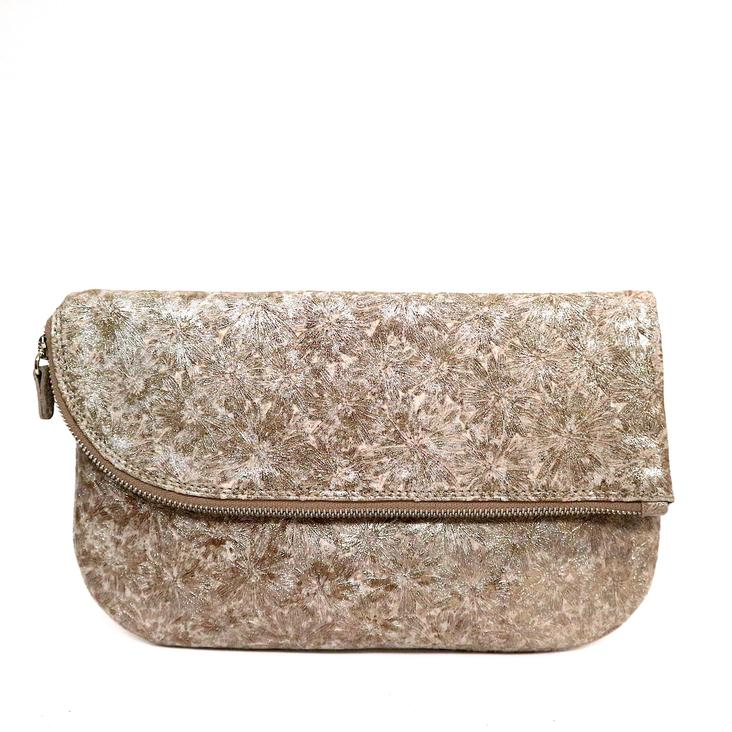 Griesbach – Couture Clutch in champagner farbenem Rauleder in Metallic-Optik