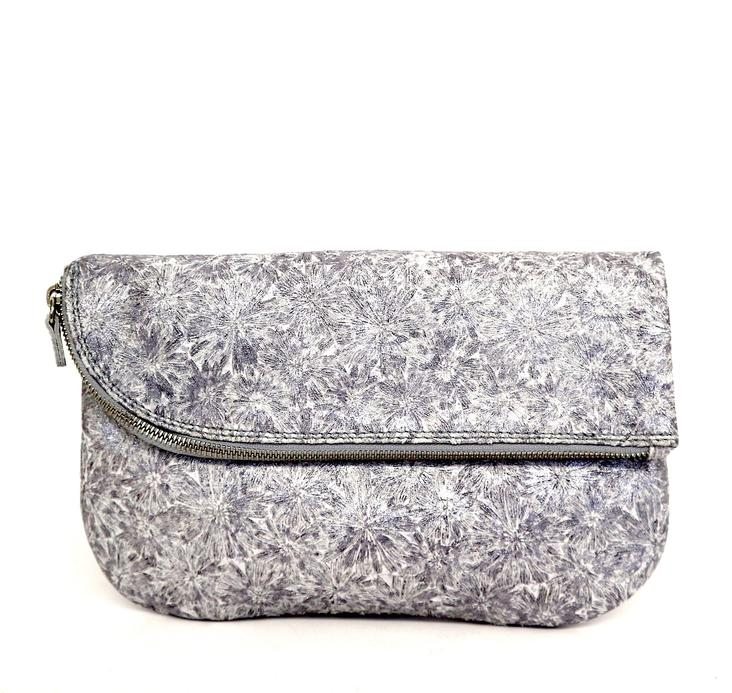 Griesbach – Couture Clutch in silberweissem Rauleder in Metallic-Optik